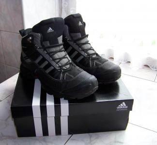Sprzedam oryginalne obuwie sportowo-turystyczne firmy adidas